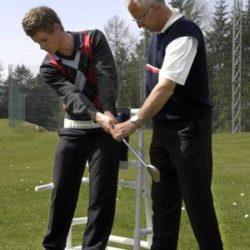 rudi knapp mit seinem golftrainee in ausbildung